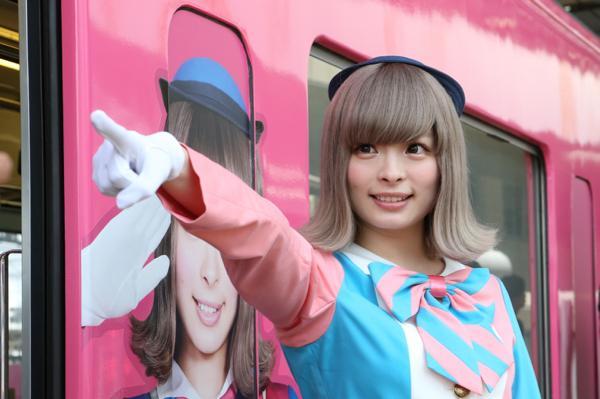 「SEIBU KPP TRAIN」が運行開始! 車掌姿のきゃりーが初運行イベントに登場