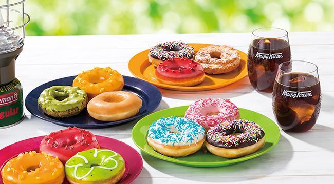 ドーナツパーティーのおともにぴったり! 「クリスピー・クリーム・ドーナツ」と、アウトドアブランド「コールマン」がコラボ