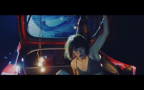 水曜日のカンパネラ・コムアイが水の中を漂う!? 新曲「松尾芭蕉」MVが公開!