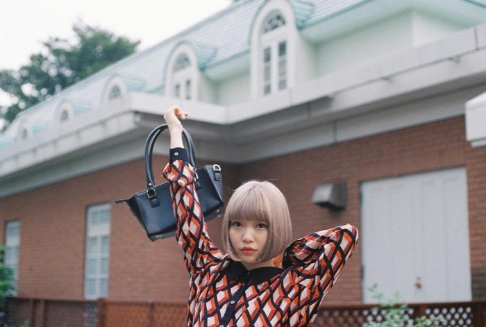 モデル・古関れんを被写体に、モデルの柴田ひかりがカメラマンとして「東京」を切り取る。セレクトショップ・オシャレウォーカーにて特設サイトがオープン