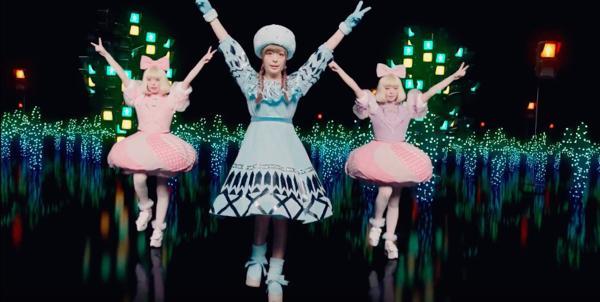 """きゃりーぱみゅぱみゅ『原宿いやほい』のMVが解禁! 無数のきゃりーが""""いやほいダンス""""を踊る"""