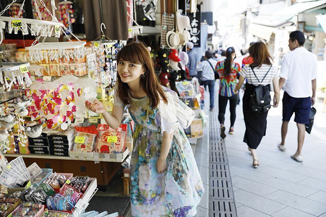 車を使わない旅を提案するガイドブック「ノッテミテ」を片手に村田倫子が鎌倉旅へ♡
