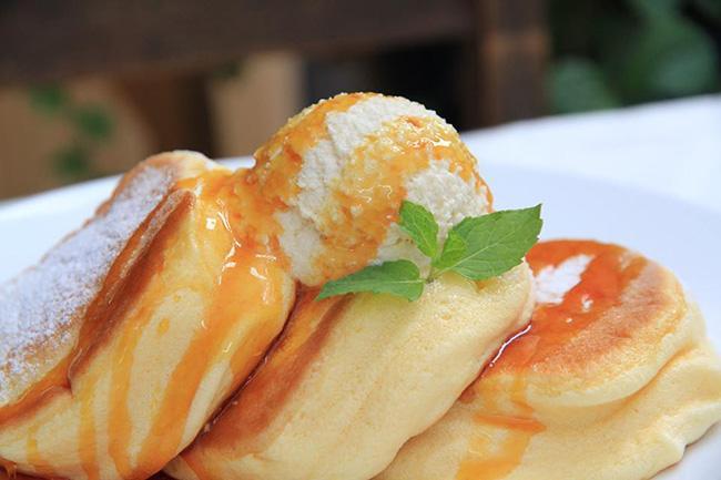 行列ができるパンケーキ専門店「幸せのパンケーキ」の池袋店がオープン! 調理過程が見られるオープンキッチンが特徴