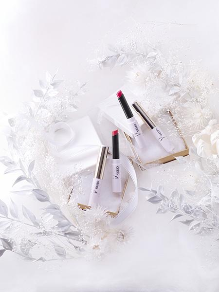 コスメブランド「オペラ」の大人気スティック状グロスに クリスマスシーズンを彩る2色のレッドが仲間入り♡