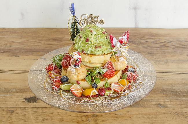 パンケーキで有名な「カフェ アクイーユ」から 期間限定「クリスマスツリーパンケーキ」登場!