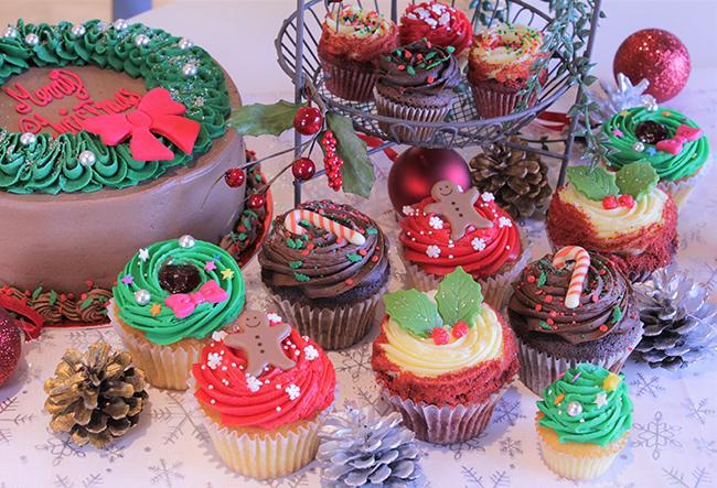 ローラズ・カップケーキ東京で、クリスマスパーティーを♪ パーティーシーンに欠かせないカップケーキがクリスマス限定バージョンで登場