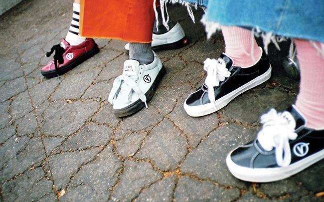 90年代テイストのスニーカー&アパレルを展開! X-girl×MADEME×VANSが夢のトリプルコラボレーション